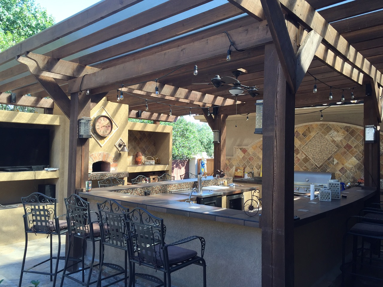 patio-cover-outdoor-kitchen-tile-1748371